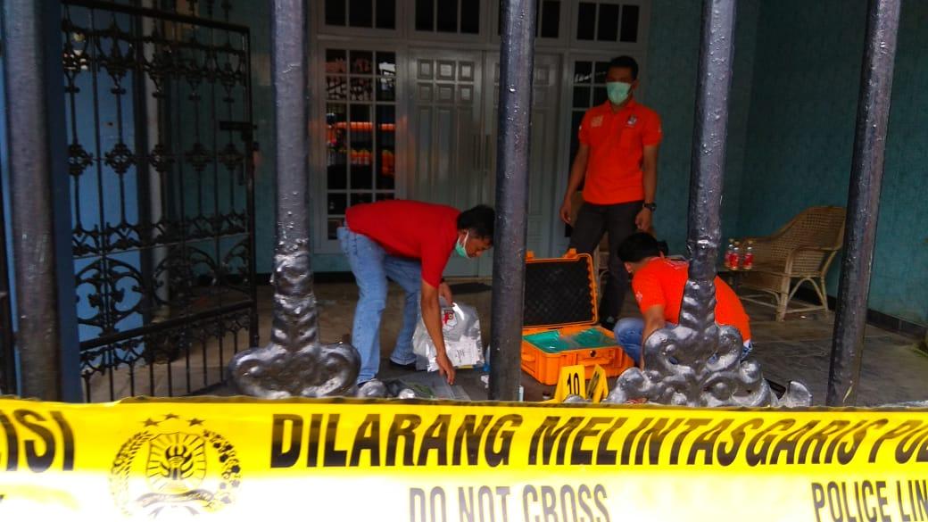 Inafis saat olah TKP di rumah korban (istimewa)