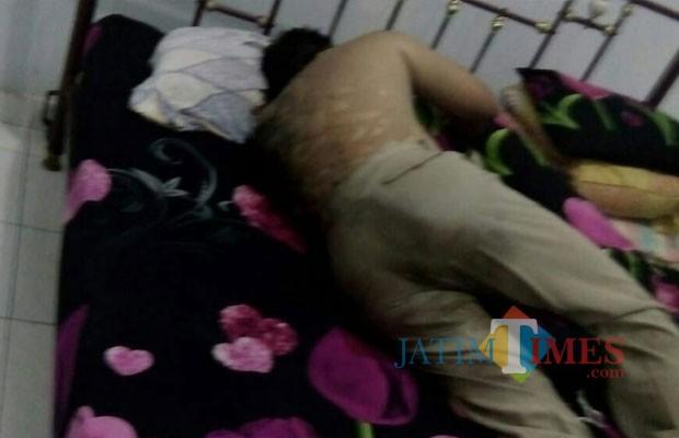 Didik disangka tidur biasa sebelum dinyatakan tewas dan dievakuasi / Foto : Istimewa / Tulungagung TIMES