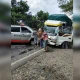 Kondisi truk dan mobil ambulan Rumah Sakit Saiful Anwar (RSSA) Malang, pasca kecelakaan yang terjadi di duga pada ruas jalan di daerah Situbondo (Foto : Facebook)