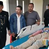 Sekdaprov Jatim, Dr. Ir. Heru Tjahjono, MM langsung menjenguk para korban di beberapa rumah sakit