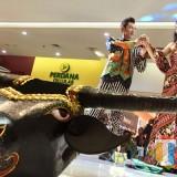 Batik tulis bantengan yang dipakai oleh model di Lippo Plaza Mall. (Foto: Irsya Richa/MalangTIMES)