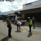 Petugas Kepolisian melakukan olah TKP kecelakaan