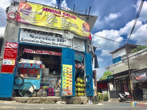 Salah satu toko klontong di Dusun Rejoso Desa Junrejo Kecamatan Junrejo. (Foto: Irsya Richa/MalangTIMES)