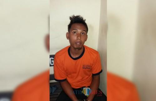 Joko Windi tersangka pembacokan saat diamankan jajaran kepolisian Polsek Gondanglegi, Kabupaten Malang (Foto : Polsek Gondanglegi for MalangTIMES)
