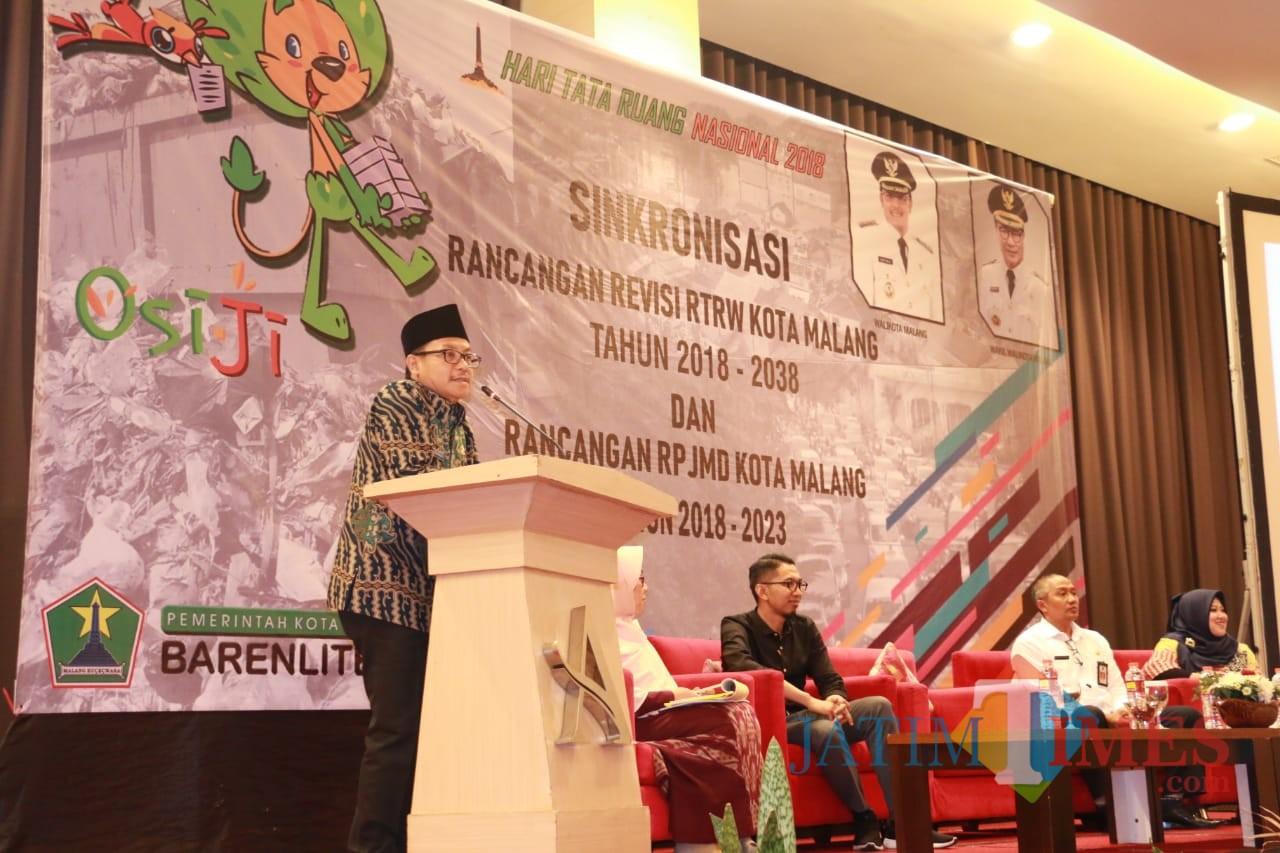 Wali Kota Malang Sutiaji saat membuka kegiatan sinkronisasi RTRW dan RPJMD yang digelar Barenlitbang Kota Malang. (Foto: Dokumen MalangTIMES)