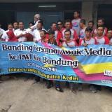 Jurnalis dan Dinas Kominfo Kabupaten Kediri mengunjungi kantor PWI Bandung. (eko Arif s /JatimTimes)