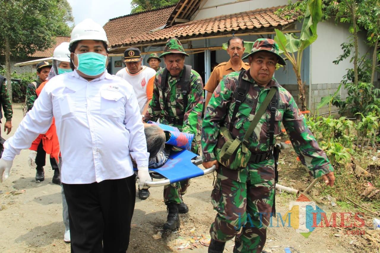 Simulasi penanganan bencana Gunung Kelud yang digelar Korem 081/DSJ.(Foto: Team BlitarTIMES)