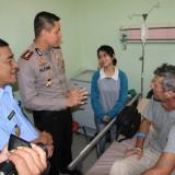 Boris Oemanov saat dikunjungi Kapolresta dan petuhgas kantor Imigrasi Malang saat dirawat di RSUD dr Muhammad Saleh (Agus Salam/ JatimTIMES)