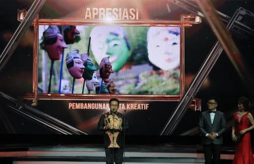 Wali Kota Malang Sutiaji saat menerima piala Indonesia Award 2018 di Jakarta. (Foto: Humas Pemkot Malang for MalangTIMES)