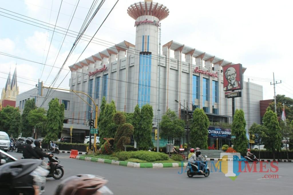 Gedung Sarinah yang merupakan salah satu bangunan heritage di Kota Malang. (Foto: Nurlayla Ratri/MalangTIMES)