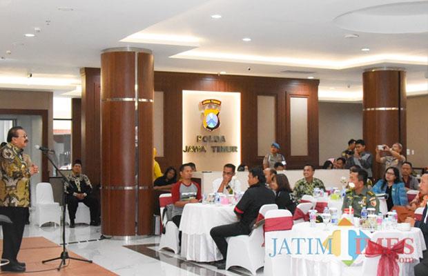 Gubernur Jatim Soekarwo ketika coffee morning dengan para perwakilan buruh.