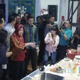 Wali Kota Surabaya Tri Rismaharini saat acara penandatanganan MoU dengan Bekraf