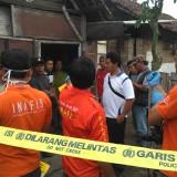 Petugas Inavis terus mencari bukti-bukti pasca kejadian pembunuhan di Bangoan (Foto : Anang Basso / TulungagungTIMES)
