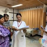 Nabila (4) digendong, ketika bersama tim dokter di RS Amrita Kochi India (Foto : Doc AMS /  Jatim TIMES)