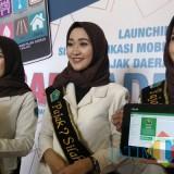 Ilustrasi, para duta pajak daerah saat memperlihatkan aplikasi perpajakan Sampade. (Foto: Nurlayla Ratri/MalangTIMES)