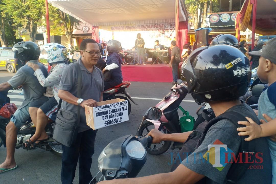 Penggalangan dana untuk korban gempa Palu dan Donggala oleh ISL dan FKWL. (Foto: Pawitra/JatimTIMES)