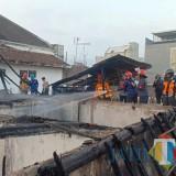 Kejadian kebakaran yang menghanguskan sebuah rumah di Jalan Suropati Gg 3/14 RT 02/RW 01 Kelurahan Klojen, Kota Malang dengan kerugian Rp 250 juta. (Foto: UPT Damkar Kota Malang for MalangTIMES)