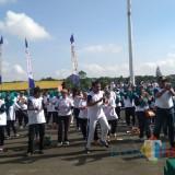 Senam bersama di Rampal dalam acara Peringatan Hari Puncak Hari Kesehatan Nasional (HKN) Ke-54 (foto: Imarotul Izzah/MalangTIMES)
