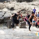 Penari mancanegara dan penari lokal menari kolaborasi berkisah tentang Panji. (eko Arif s /JatimTimes)