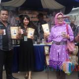 Produk kopi tulang yang dipamerkan saat gelaran acara DLH Kota Malang. (Anggara Sudiongko/MalangTIMES)