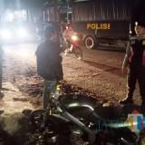 Petugas gabungan polres, satpol PP, dan TNI saat menyisir kawasan Taman Toga. (Foto: Pawitra/JatimTIMES)