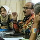 Purnadi Kepala Bapenda Kabupaten Malang (dua dari kiri) saat menjelaskan berbagai keberhasilan yang diraihnya selama ini (Bapenda for MalangTIMES)