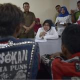 Wali Kota Risma ketika memarahi lima anak yang kedapatan mabuk lem