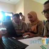 Peserta pelatihan desa se-Kecamatan Kromengan, terlihat antusias saat mempraktikkan pembuatan website oleh Diskominfo Kabupaten Malang,  Senin (19/11/2018) (foto: Nana/ MalangTIMES)