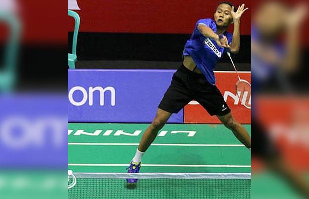 Nur Yahya Ady Velani saat menghadapi Asmi Fahru (Suryanaga Wima) di GOR Sudirman, Surabaya, Senin (19/11).