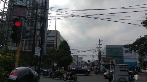 Suasana perempatan Jalan Kaliurang yang rencananya menjadi salah satu titik penerapan tilang elektronik di Kota Malang. (Foto: Nurlayla Ratri/MalangTIMES)