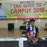 Kiper Arema, Utam Rusdiana (kiri) saat hadir dalam acara Tax Goes to Campus yang digelar oleh BP2D Kota Malang. (Foto: Nurlayla Ratri/MalangTIMES)