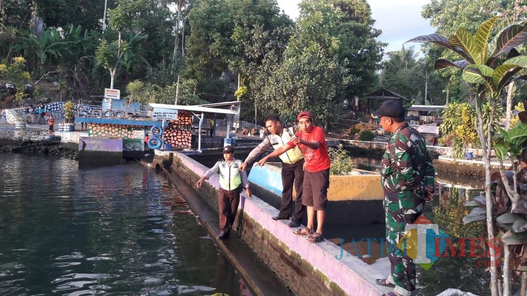 Petugas Kepolisian melakukan cek TKP korban tenggelam di wisata pemandian Bulu Indah