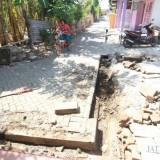 Drainase Gang Delima yang dibongkar untuk pembangunan drainase dan dipersoalkan warga. (Agus Salam/Jatim TIMES)