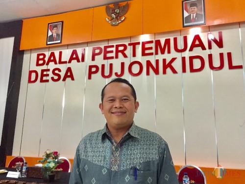 Kepala Desa Pujon Kidul Udi Hartoko saat berada di Balai Desa Pujon Kidul Kecamatan Pujon Kabupaten Malang. (Foto: Irsya Richa/MalangTIMES)