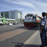 Blok rel perlintasan kereta di Wonokromo yang akhirnya dibuka.