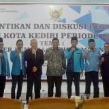 Foto bersama Wali Kota Kediri Abdullah Abu Bakar bersama pengurus KNPI. (Foto: Ist)