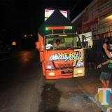 Feri saat merekam truk yang hendak berangkat ke Jakarta  (Agus Salam/JatimTIMES)
