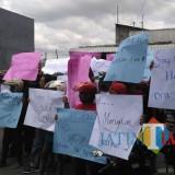Demo menyatakan sikap di depan KPU Tulungagung yang dilakukan Driver Ojek (Foto : Anang Basso / TulungagungTIMES)