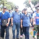 Wali Kota Malang Sutiaji (dua dari kanan) Wakil Wali Kota Malang Sofyan Edi Jarwoko (dua dari kiri) saat ikut jalan sehat dalam acara Jalan Sehat Arema Sadar Pajak V 2018 (Pipit Anggraeni/MalangTIMES).