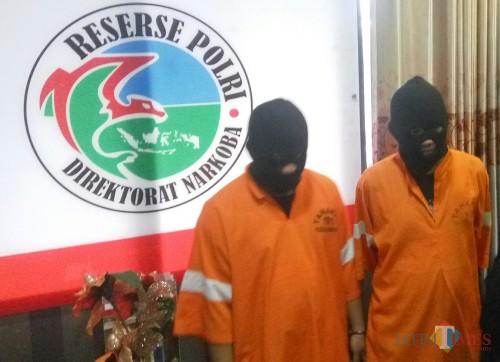 Kedua pelaku yang diamankan polisi (Anggara Sudiongko/MalangTIMES)