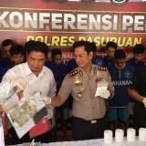 Kapolres Pasuruan merilis pengungkapan peredaran narkoba.