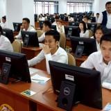 Sebanyak 17 atlet bulu tangkis saat mengikuti ujian CPNS. (foto: twitter @INAbadminton)