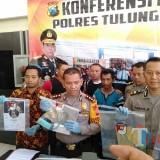 Kapolres saat pers release ungkap kasus hate speech Puji Ati( foto : Joko Pramono/ JatimTIMES)
