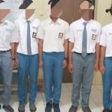 Lima siswa yang di bawa ke Mapolsek Karangrejo /(foto : Dokpol / TulungagungTIMES)