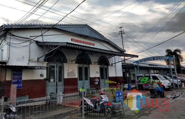 Stasiun kota Kediri yang terletak di jln stasiun kota Kediri. (eko Arif s /JatimTimes)