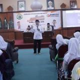 Anggota Komisioner Bawaslu Provinsi Jawa Timur Divisi Pengawasan, Aang Khunaifi saat diwawancarai. (Foto : Adi Rosul / JombangTIMES)