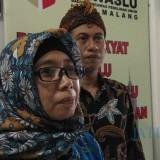 Koordinator Divisi Organisasi dan SDM Bawaslu Kota Malang Erna Al Maghfiroh saat ditemui awak media. (Foto: Dokumen MalangTIMES)