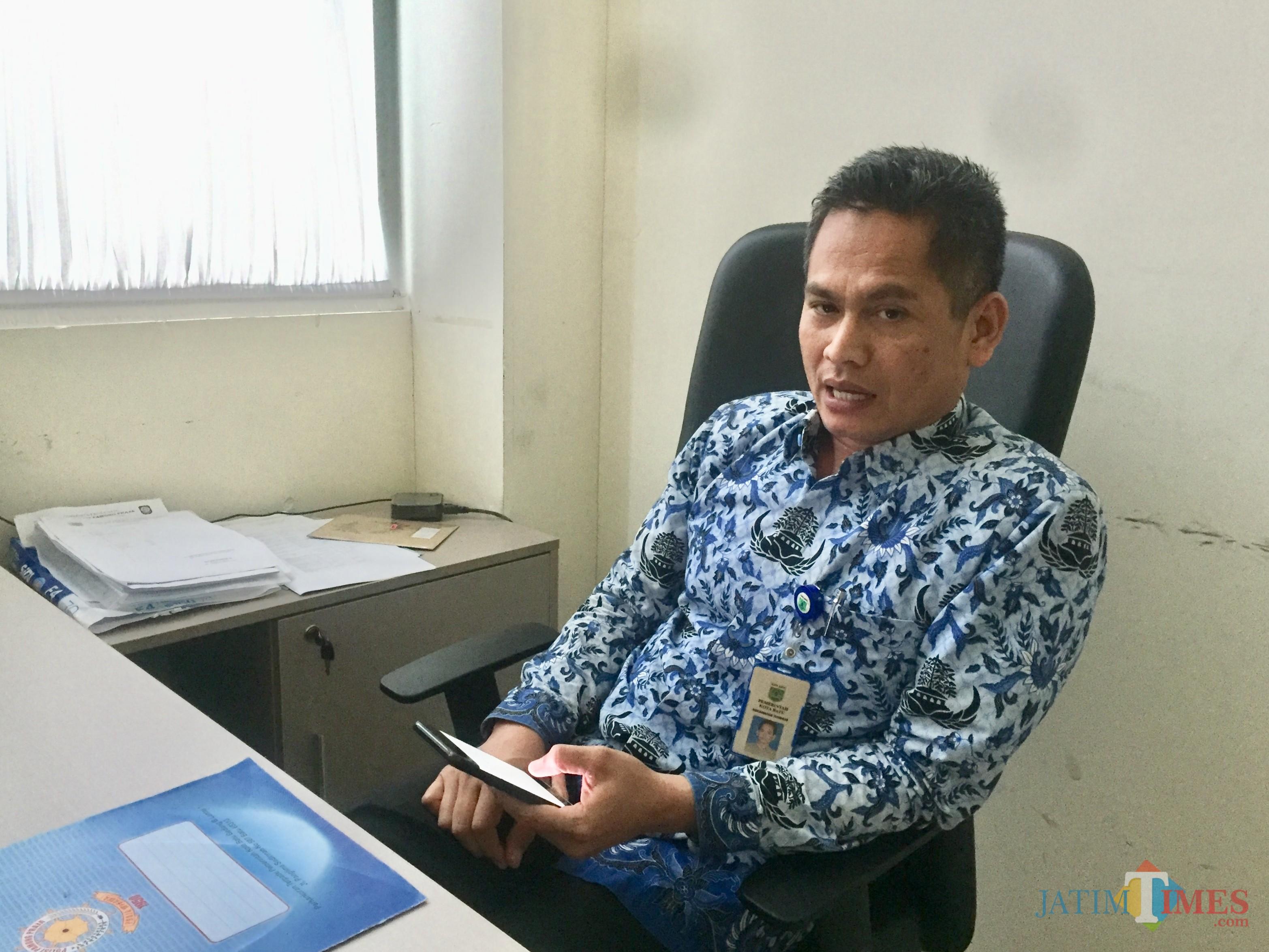 Sekretaris Satpol PP Kota Batu Muhammad Adhim saat di kantor Balai Kota Among Tani. (Foto: Irsya Richa/MalangTIMES)