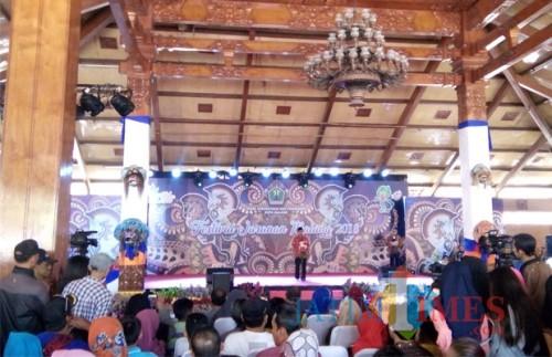 Ketua DPRD Kota Malang Bambang Heri Susanto saat membuka Fesrival Jaranan Malang 2018 di Taman Krida Budaya Jawa Timur, Minggu (2/12/2018). (Pipit Anggraeni).