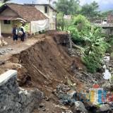 Diterpa Hujan Tiada Henti, Bangunan Plengsengan Baru 3 Bulan Ambrol